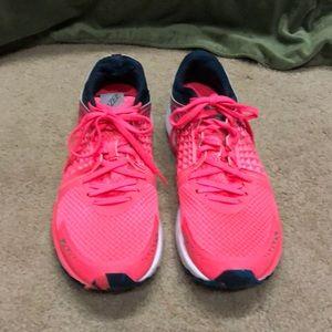 New Balance Vazee women's running shoes, Sz 11